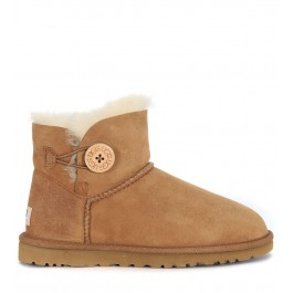 Tronchetto Ugg Mini Button in camoscio color cuoio