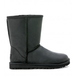 Classic short Ugg boots in black distressed leather