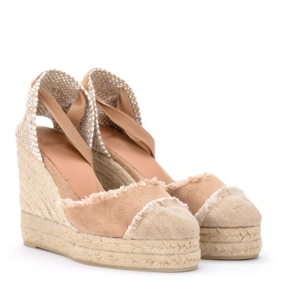 Laterale Castañer Catalina canvas and natural jute wedge sandal.
