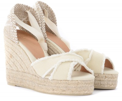 Laterale Castañer sandal with wedge model Bluma made of ivory canvas