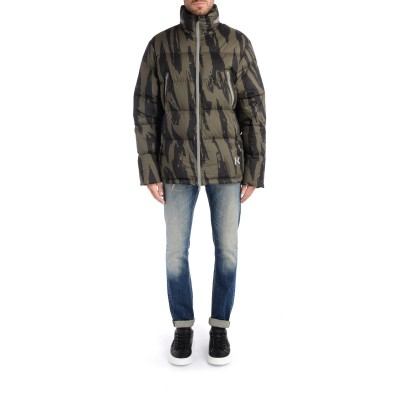 Laterale Kenzo Pleat Camo puffer jacket with all-over bronze print