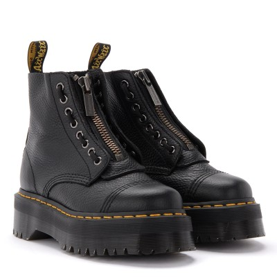 Laterale Dr. Martens Sinclair Amphibious boot in black hammered leather with a large treaded sole