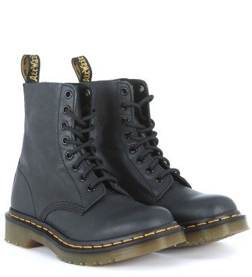 Laterale Dr Martens Pascal lace ankle shoes in black nappa cow leather