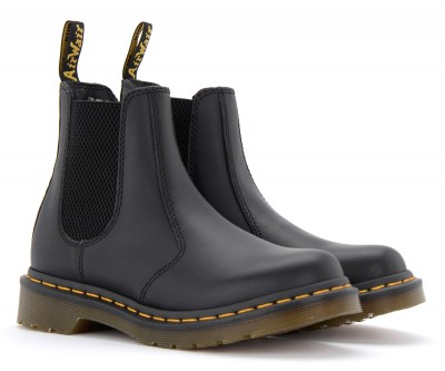 Laterale Dr. Martens Chelsea boot model 2976 in black nappa leather