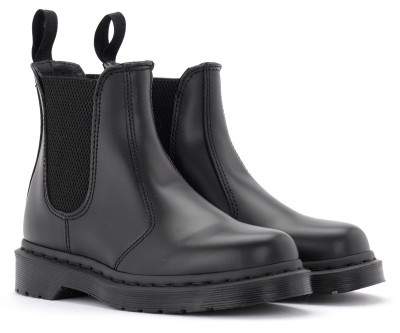 Laterale Dr. Martens 2976 Mono model combat boot made of black leather
