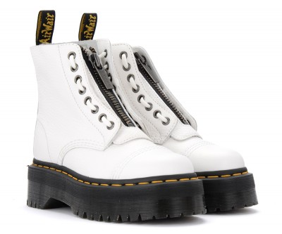 Laterale Dr. Martens Sinclair white combat boot in hammered leather