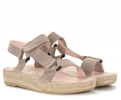 Laterale Manebí Hamptons hiking sandal in taupe suede
