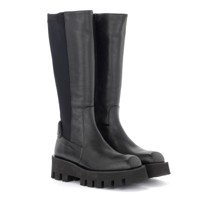 Laterale Paloma Barcelò Aline boot in black leather and neoprene