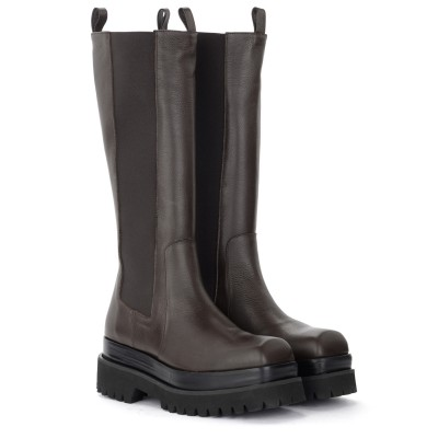 Laterale Paloma Barcelò Alma Omega boot in brown leather
