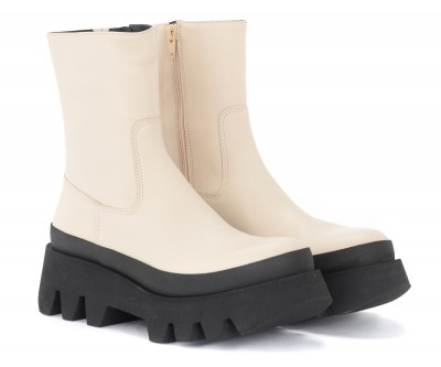 Laterale Paloma Barcelò Bluma ankle boot in ivory-coloured leather