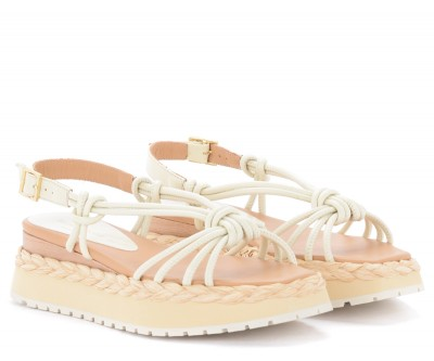 Laterale Paloma Barceló Acara sandal in cream-colored leather