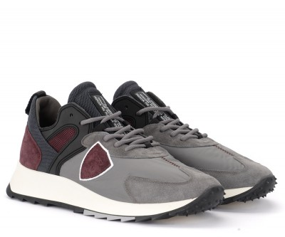 Laterale Philippe Model Royale sneaker in gray fabric and burgundy suede