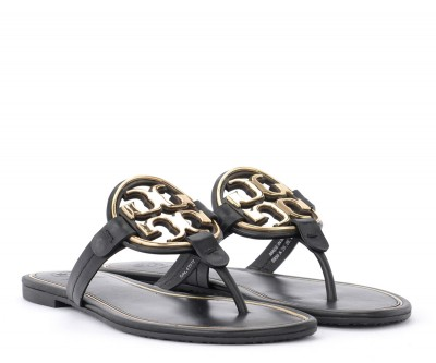 Laterale Tory Burch Miller sandal in black leather with golden metal logo