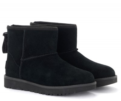 Laterale UGG Classic Mini Zip Logo ankle boot in black suede