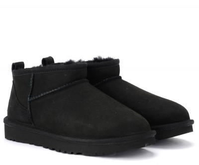 Laterale UGG Classic Ultra Mini ankle boot made of black suede