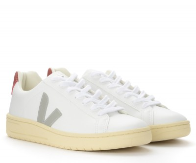 Laterale Veja Urca sneakers in white leather with gray logo