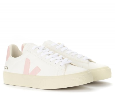Laterale Veja Campo Chromefree trainer in white and pink leather