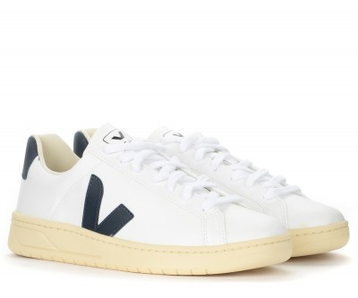Laterale Veja Urca CWL trainer in white and navy blue vegan leather