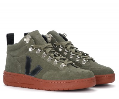 Laterale Veja Roraima trainer in green suede with black logo