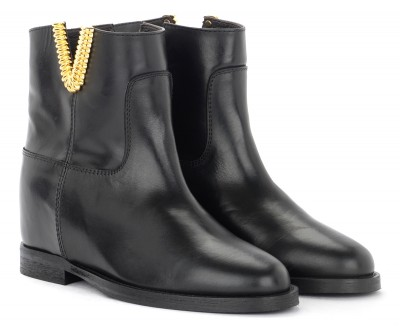 Laterale Via Roma 15 ankle boot in black leather with golden V