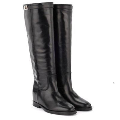 Laterale Via Roma 15 boot in black leather. Strap with silver turn lock