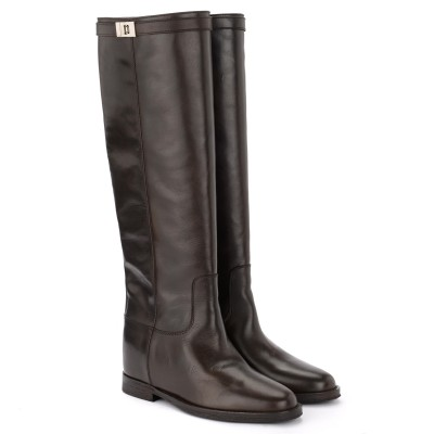 Laterale Via Roma 15 dark brown boot in smooth leather Strap with silver-colored twist lock.