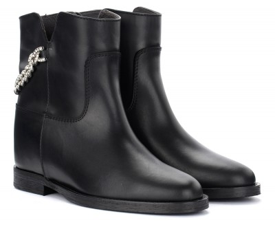 Laterale Via Roma 15 ankle boot in black leather with chain
