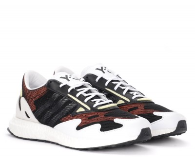 Laterale Y-3 Rhisu Run sneaker in black mesh with white and red details