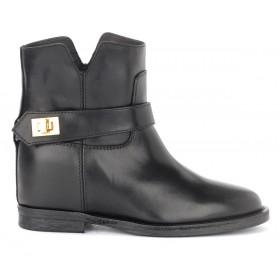 Via Roma 15 ankle boot in black leather with golden metal closure