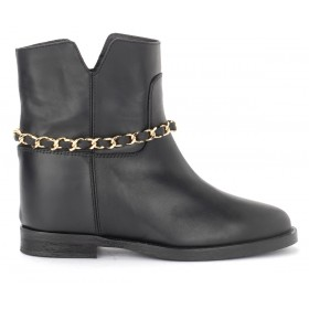 Via Roma 15 ankle boot in black leather with golden chain