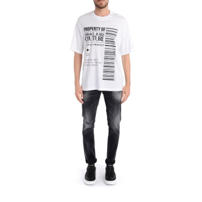 Laterale T-Shirt Versace Jeans Couture bianca con logo barcode