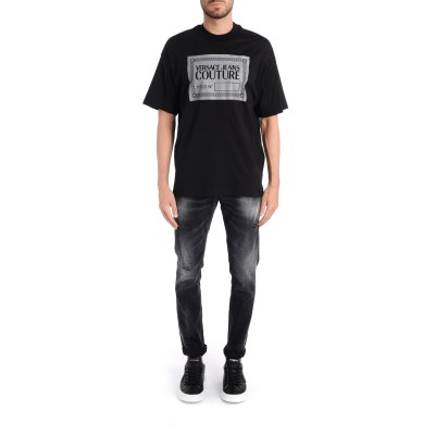Laterale T-Shirt Versace Jeans Couture nera con logo reflective