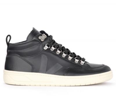 Sneaker Veja Roraima in pelle nera con logo
