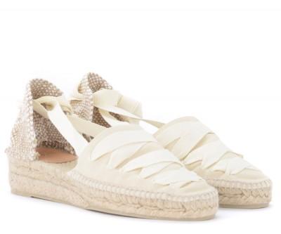 Laterale Sandale avec semelle compensèe Castañer Gina en toile de coton ivoire