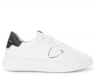Sneaker Philippe Model Temple in pelle bianca con spoiler nero e argento