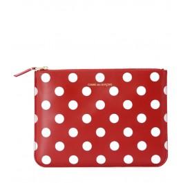 Clutch rectangular Comme Des Garçons Wallets roja con lunares blancos e inscripción