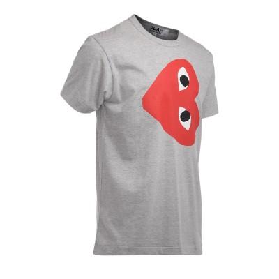 Laterale Camiseta Comme Des Garçons PLAY gris con corazón rojo horizontal