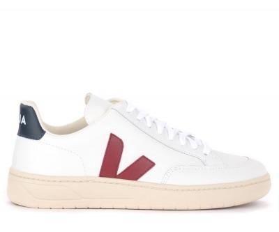 Sneaker Veja V-12 in pelle bianca con logo in gomma bordeaux