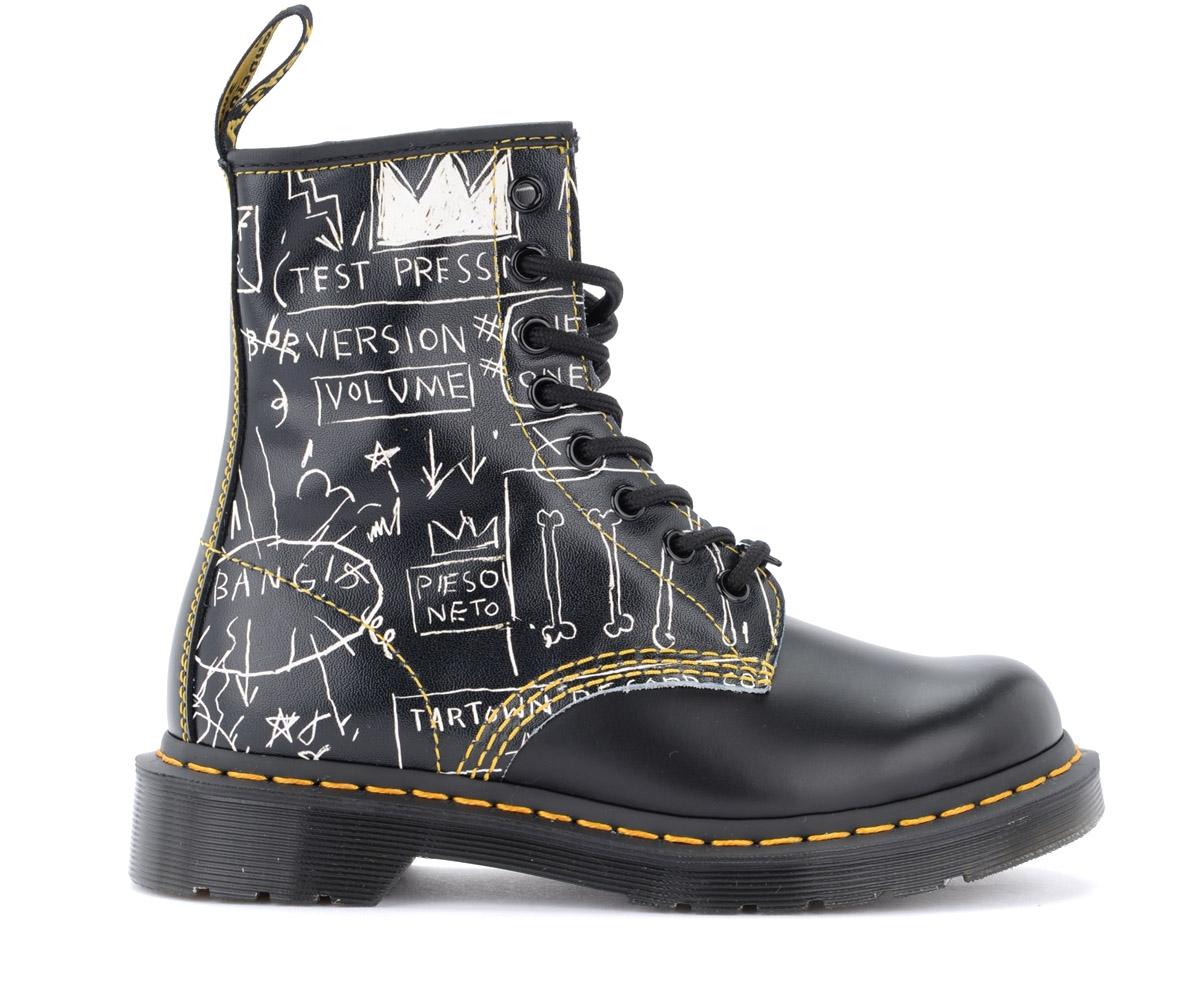 Bottes 8 œillets 1460 Basquiat cuir noir et graffitis - Dr. Martens - Modalova
