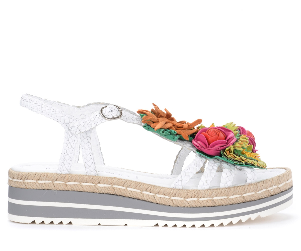 Sandale Milan en cuir blanc avec des fleurs appliquées - Pons Quintana - Modalova